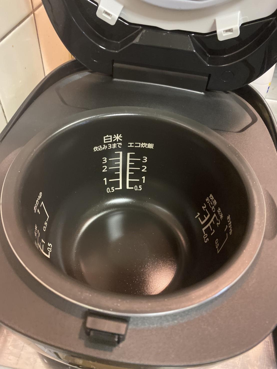 新しい炊飯器の中身