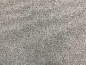 線がある白い壁